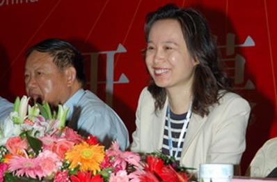 公司ceo黄波女士发表了题为《构建终身学习体系——弘成网络教育新里程碑》的演讲